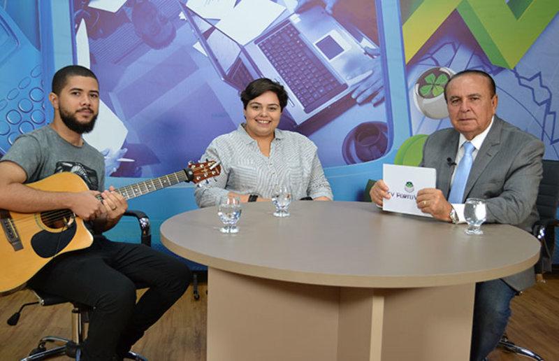 Dr. Aparício Carvalho conversa com a cantora e compositora Carol Baby