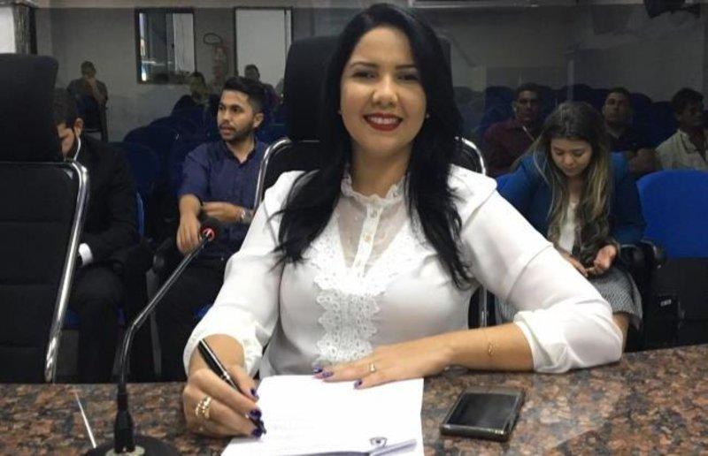 Lei da vereadora Cristiane Lopes sobre atendimento preferencial às pessoas com fibromialgia entra em vigor