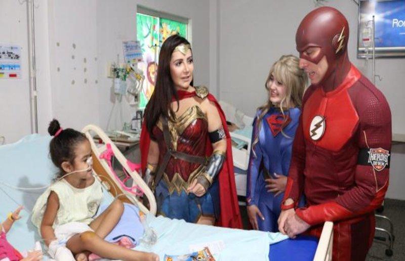 Heróis do Bem emocionam e alegram crianças internadas no Hospital Cosme e Damião
