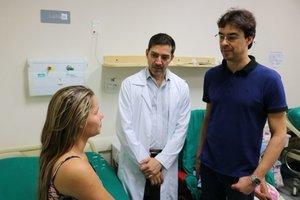 Equipe de cirurgiões plásticos que realizam o procedimento - Gente de Opinião
