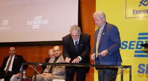 Sebrae e Banco do Brasil assinam acordo de cooperação para beneficiar pequenos negócios