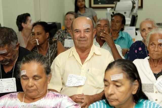 Antônio Moreira Lopes c), 69 anos, veio de Alto Paraíso depois de esperar um ano pela cirurgia - Gente de Opinião