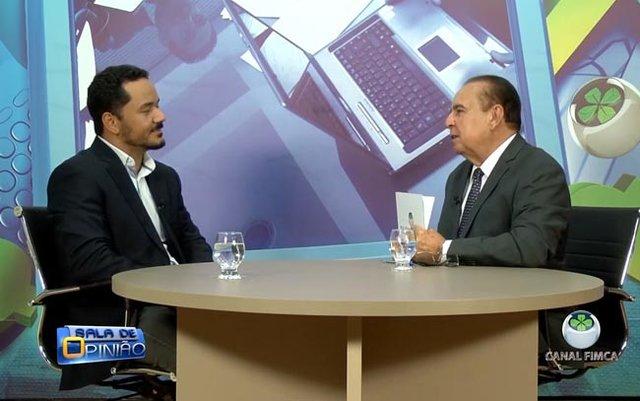 Dr. Aparício Carvalho conversa com Reinaldo dos Anjos, coordenador do curso de Fisioterapia da FIMCA - Gente de Opinião