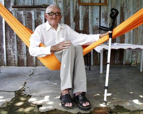 Seu José Lucas faz 102 anos, mas a Pátria lhe dá as costas