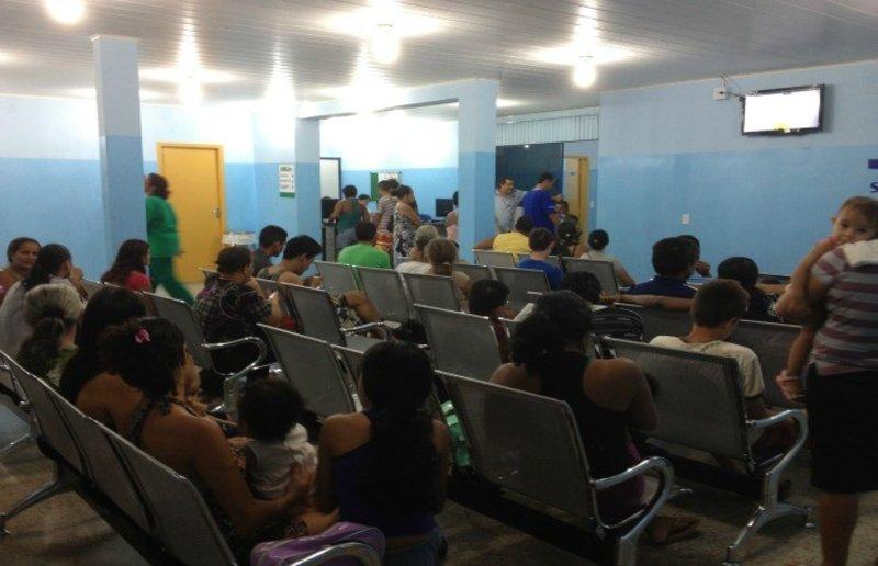 Pacientes ficam horas na fila e muitos vão embora sem serem atendidos na UPA
