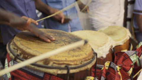 A Mostra Sesc de Cinema apresenta nesta quarta Orin: Música para os Orixás + Lenha na Fogueira