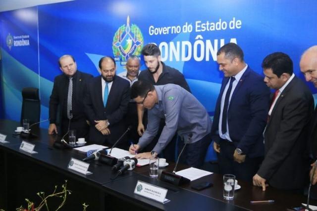 Assinada ordem de serviço para construção do Centro de Convenções e reforma do estádio Aluízio Ferreira, em Porto Velho - Gente de Opinião