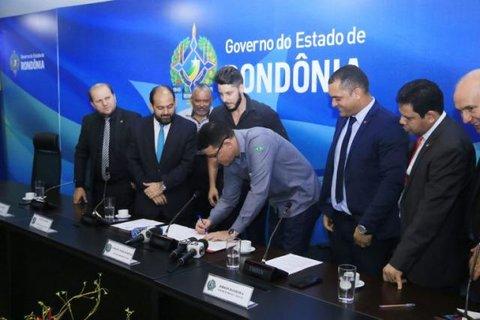 Assinada ordem de serviço para construção do Centro de Convenções e reforma do estádio Aluízio Ferreira, em Porto Velho