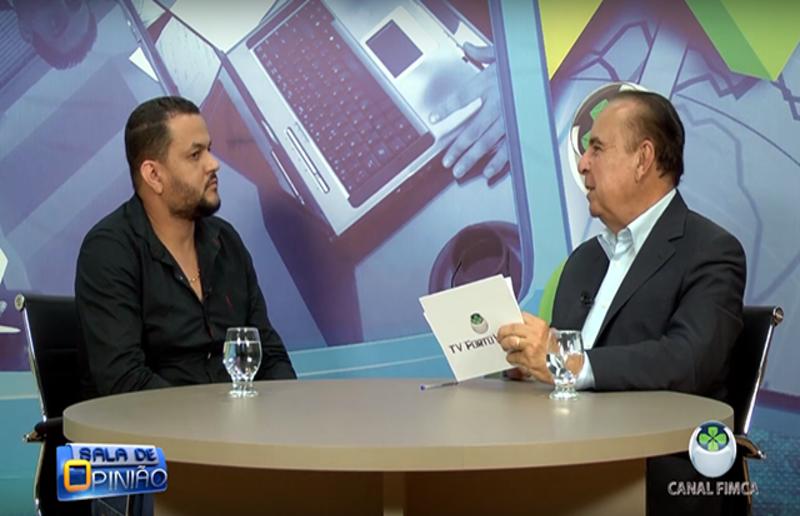 Dr. Aparício Carvalho conversa com Rogelio de Barros, Professor do curso de Farmácia da FIMCA