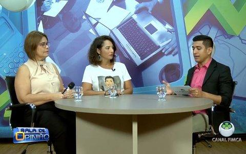 João Ricardo conversa com a Dra. Ana Rita, conselheira do COFFITO e com a Coordenadora do Curso de Terapia Ocupacional, professora Elizete Moreira.