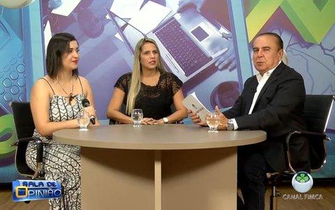 Dr. Aparício conversa com a Coordenadora do curso de Estética e Cosmética, professora Carla Resende, e com Tamara Gomes, fisioterapeuta.