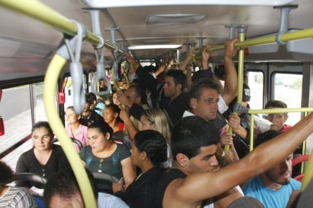 Dentro do ônibus, no embalo da 'sofrência' - Gente de Opinião