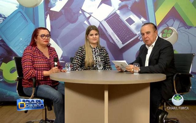Dr. Aparício Carvalho conversa com a Dra. Conceição Simões Coordenadora do Curso de Medicina e com  Professora Dra Ana carolina da FIMCA - Gente de Opinião