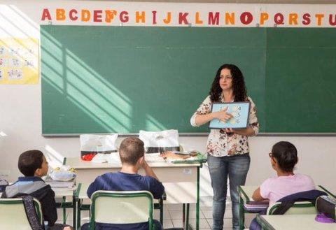 Bolsonaro anuncia aumento do piso dos professores