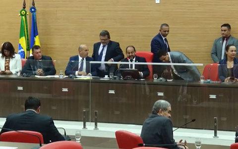 Deputados apreciam três projetos do executivo estadual