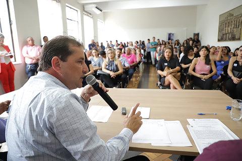 Hildon Chaves empossa 70 novos professores concursados