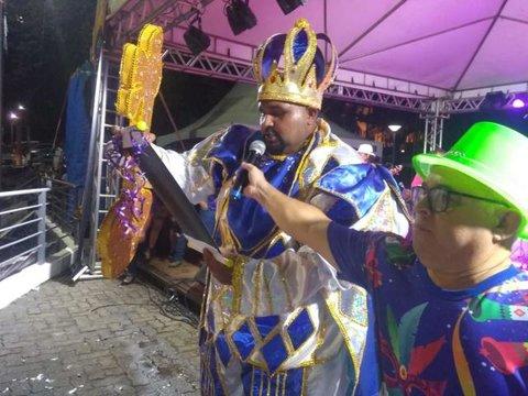 Hildon não comparece para entregar  a chave da cidade + Areal Folia arrasta multidão + Banda do Vai Quem Quer presta  homenagem
